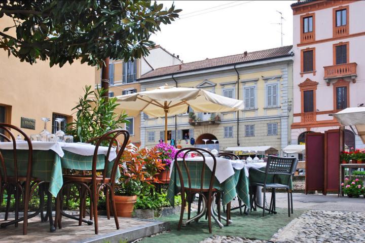 Al-Coniglio-Bianco-Milano